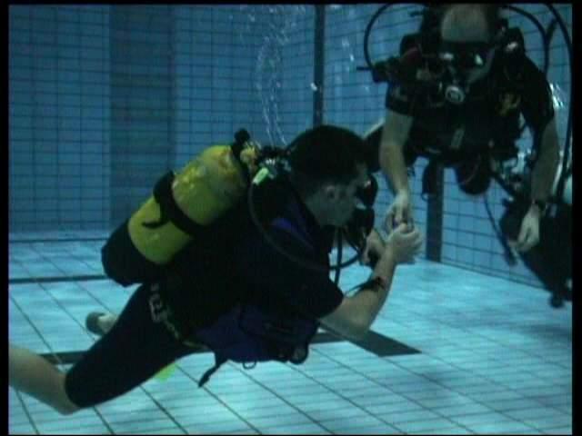 Übung im Schwimmbecken